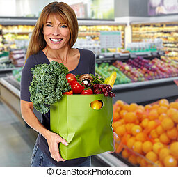 mujer, con, bolso de la tienda de comestibles, de, vegetables.