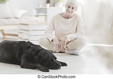 mujer, con, cáncer, y, perro