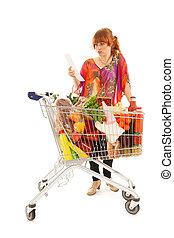 mujer, con, carro de compras, lleno, lechería, tienda de comestibles