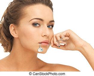 mujer, con, diamante, collar