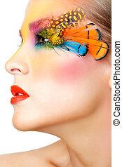 mujer, con, falso, pluma, pestañas, maquillaje