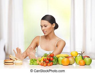 mujer, con, fruits, rechazar, porquerías