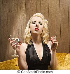 mujer, con, martini.
