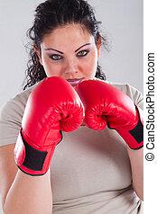 mujer con sobrepeso, guantes, boxeo