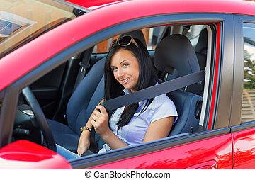 mujer, con, un, cinturón de seguridad, en un coche