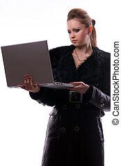 mujer, con, un, computador portatil, en, un, aislado, plano de fondo