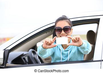 mujer, conductor, sentarse, en coche