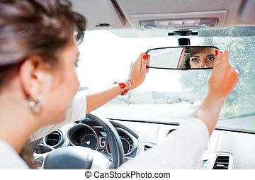 mujer, corrected, joven, espejo, vista trasera