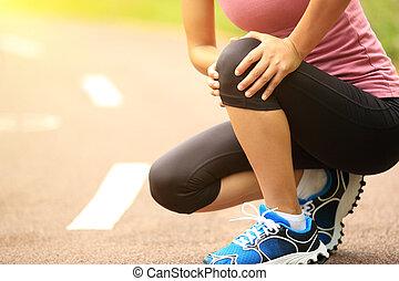 mujer, corredor, rodilla, herido, deportes