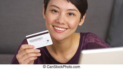 mujer, credito, atractivo, tenencia, tarjeta, asiático