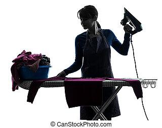 mujer, criada, quehacer doméstico, planchado, silueta