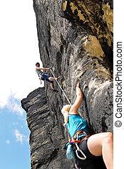 mujer, cuelgue, soga, el subir de la roca, instructor, macho