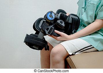 mujer dañada, centro, pierna, sentado, tablilla, cama,...