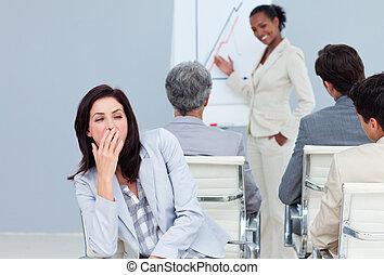 mujer de negocios, aburrido, presentación, yawming