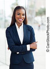 mujer de negocios, africano, cruzó brazos, joven