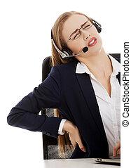 mujer de negocios, con, dolor de espalda