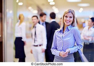 mujer de negocios, con, ella, personal, en, plano de fondo,...