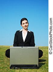 mujer de negocios, consigue, un, idea