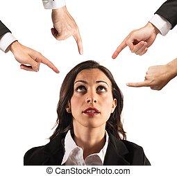 mujer de negocios, culpado, unfairly
