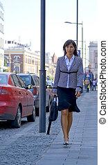 mujer de negocios, en, el, calle
