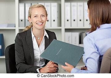 mujer de negocios, hembra, oficina, candidato
