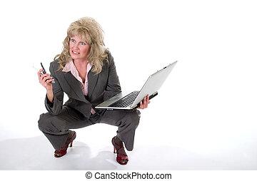 mujer de negocios, malabarismo, teléfono celular, y,...