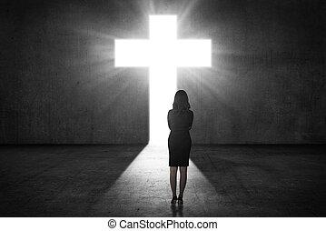 mujer de negocios, mirar, el, brillar, cruz, en, la pared