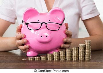 mujer de negocios, piggybank, pila, coins