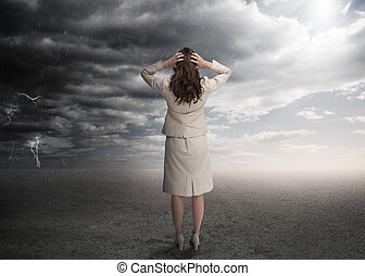 mujer de negocios que está de pie, en, un, desierto