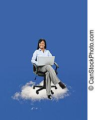 mujer de negocios, sentado, en, nube, con, computadora