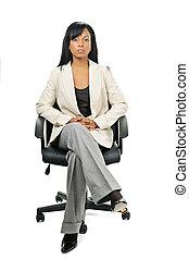 mujer de negocios, silla, negro, oficina, sentado