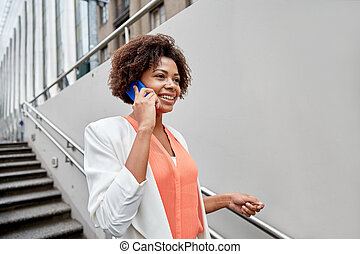 mujer de negocios, smartphone, feliz, africano, vocación