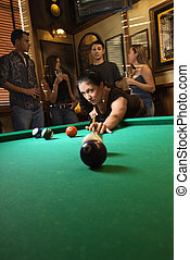 mujer, disparando, pool.