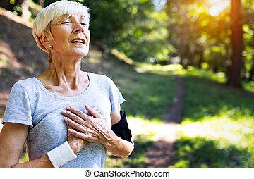 mujer, dolor, tener, atleta, llaga, pecho, maduro, mareo, izquierda