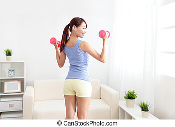 mujer, dumbbells, dos, cálculo