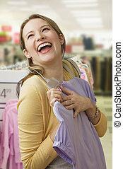 mujer, ecstatically, el hacer compras para las ropas