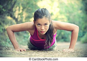 mujer, ejercicio, flexiones, exterior, entrenamiento