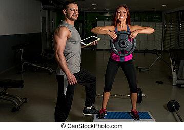 mujer, ejercitar, condición física, hombre, entrenador, utilizar, tableta de digital