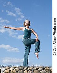 mujer, elaboración, yoga, ejercicios