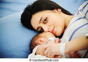 mujer, ella, hospital, recién nacido, teniendo bebé