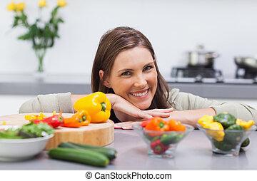mujer, ella, mostrador, alegre, propensión, cocina