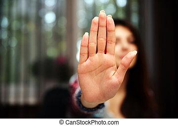 mujer, ella, parada, mano, extendido, señalización, focus...
