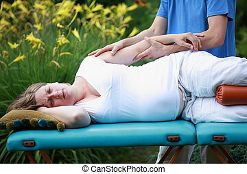 mujer embarazada, masaje