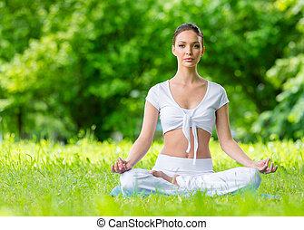 mujer, en, asana, posición, zen, el gesticular