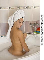 mujer, en, cuarto de baño