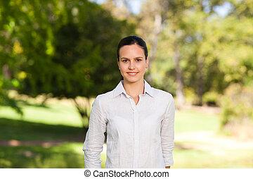 mujer, en el parque