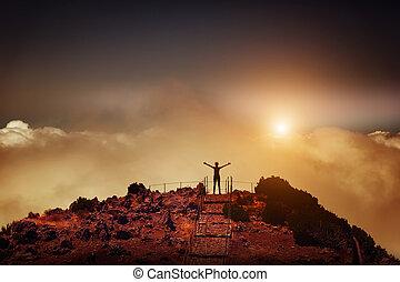 mujer, en, el, pico de la montaña
