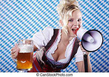 mujer, en, falda acampanada, con, megáfono
