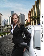 mujer, en la ciudad