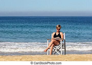 mujer, en la playa